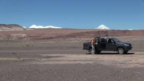 Chile-Atacama-man-fetches-hat-in-desert
