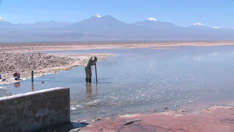 Chile-Atacama-worker-p6