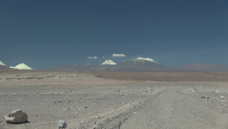 Atacama-Andes-volcanoes-zoom-out