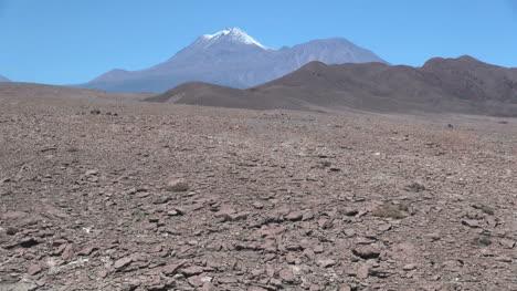 Atacama-Andes-volcanoes-and-desert-stones