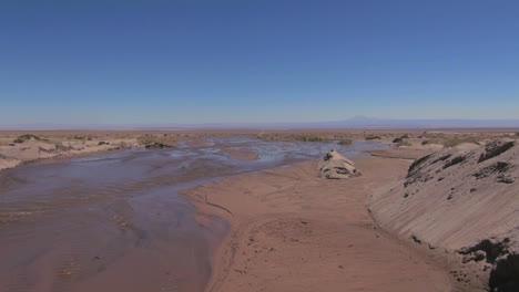 Chile-Atacama-Vueltas-De-Agua-En-El-Lecho-De-Un-Arroyo-Fangoso