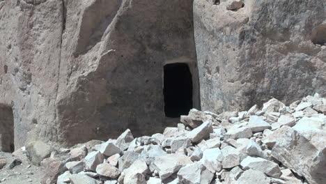 Chile-Atacama-Valle-de-Jere-cliff-entrance