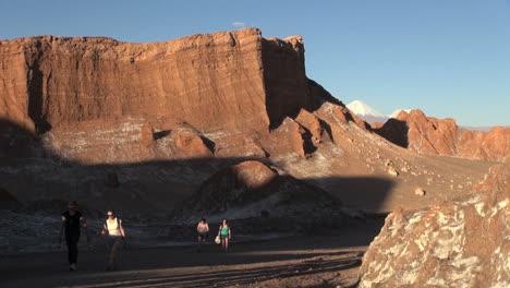 Atacama-Valle-De-La-Luna-Hikers