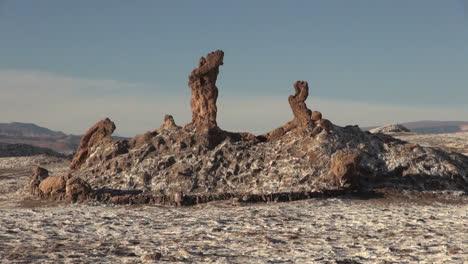 Atacama-Valle-de-la-Luna-formations-with-salt