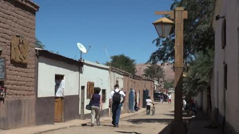 San-Pedro-de-Atacama-street-with-tourists