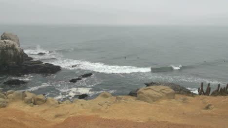 Chile-Punta-Lobos-surfers
