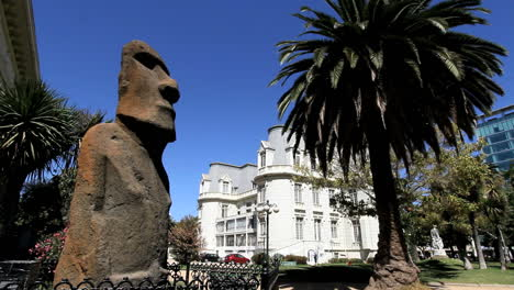 Chile-Vina-del-Mar-Easter-Island-statue-profile