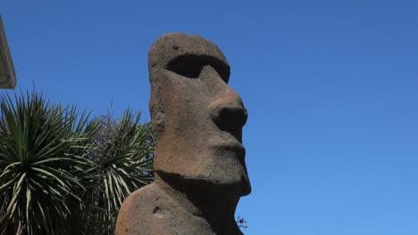 Chile-Vina-del-Mar-Easter-Island-statue-against-sky