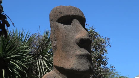 Chile-Vina-del-Mar-Easter-Island-statue-face