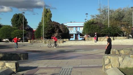 Patagonia-Puerto-Natales-plaza-s