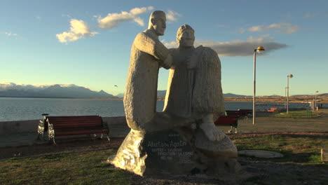 Patagonia-Puerto-Natales-statue-s