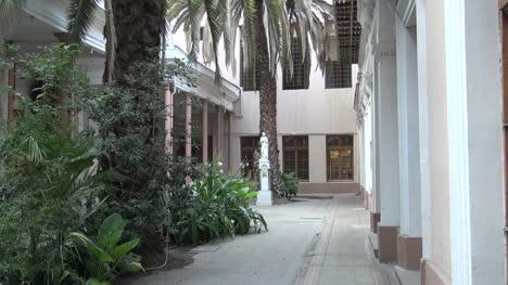 Santiago-cathedral-patio-\\