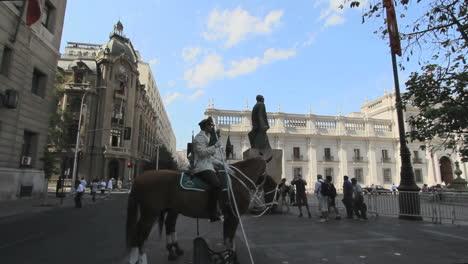 Guardias-De-Santiago-A-Caballo