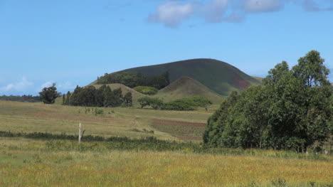 Isla-De-Pascua-Ahu-Akivi-Diagonal-Hill-10