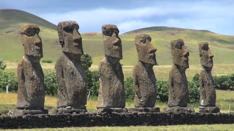 Easter-Island-Ahu-Akivi-statues-and-round-hills-12b