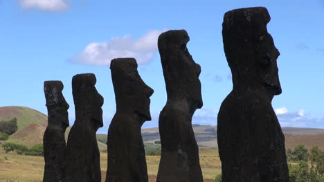 Easter-Island-Ahu-Akivi-moai-sun-darkens-on-backs-5a