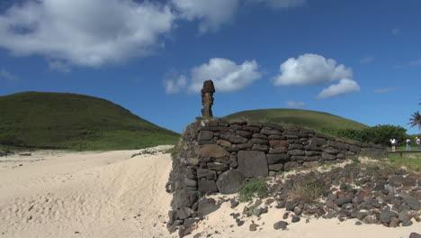 Easter-Island-Anakena-Ahu-Nau-Nau-sand-at-corner-of-platform-6a
