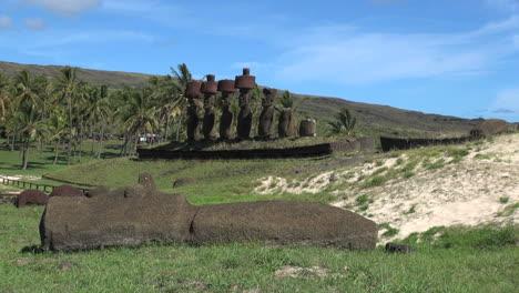Isla-De-Pascua-Anakena-Ahu-Nau-Nau-Detr-s-Moai-Ca-do-14