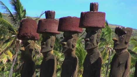 Easter-Island-Anakena-Nau-Nau-maoi-quintet-with-hats-16