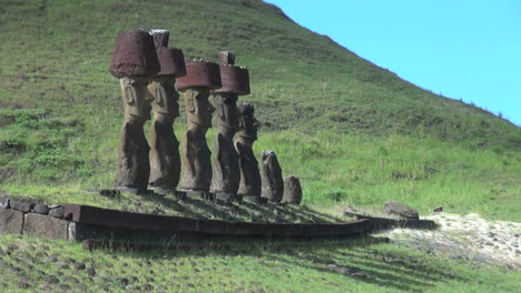 Easter-Island-Anakena-Nau-Nau-moai-with-prominent-hats-3