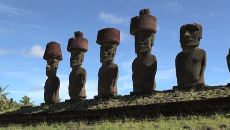 Easter-Island-Anakena-Ahu-Nau-Nau-five-moai-with-hats-19