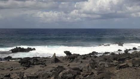 Olas-De-La-Isla-De-Pascua-En-Rocas-Irregulares-5a
