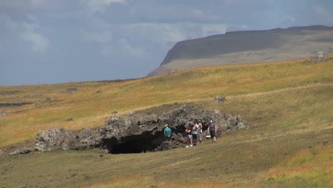 Isla-De-Pascua-Entrada-A-La-Cueva-De-Akahanga-1