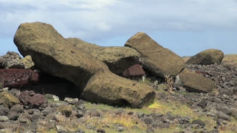Easter-Island-Akahanga-toppled-moai-zoom-out-2