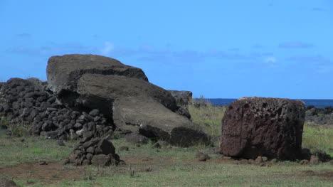 Isla-De-Pascua-Te-Pito-Kura-Fall-Moai