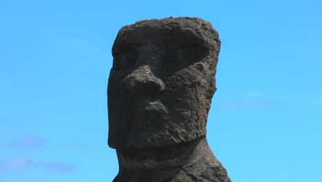 Easter-Island-Ahu-Hanga-Kio-e-moai-zoom-in-4