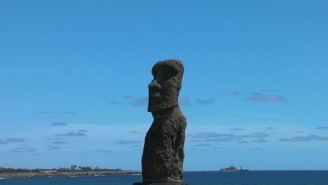 Easter-Island-Ahu-Hanga-Kio-e-moai-on-bay-zoom-in-2a