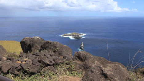 Easter-Island-Orongo-bird-islands-from-rocky-bluff-2c