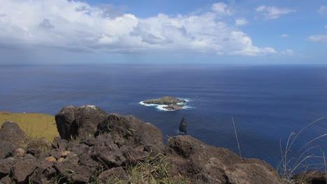 Easter-Island-Orongo-bird-islands-from-rocky-overlook-2b