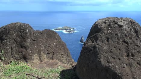 Rapa-Nui-bird-islands-from-Orongo-s5
