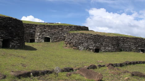 Rapa-Nui-Orongo-ceremonial-huts