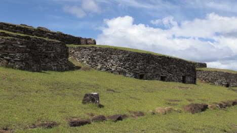 Easter-Island-Orongo-round-ceremonial-huts-3a