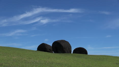 Easter-Island-Puna-Pau-paw-shaped-stone-on-hilltop-4