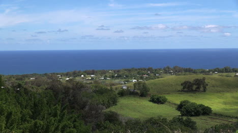Easter-Island-Puna-Pau-view-over-meadow-toward-coast-9