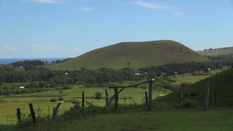 Easter-Island-Puna-Pau-green-cinder-cone-and-meadow-12