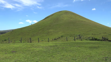Easter-Island-Puna-Pau-green-domed-hill-14