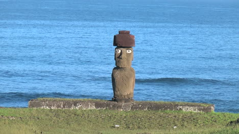 Easter-Island-Ahu-Ko-Te-Riku-moai-against-gentle-sea-3a