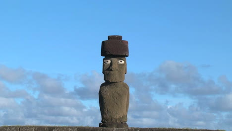 Easter-Island-Ahu-Ko-Te-Riku-moai-against-cloud-band-zoom-out-4c