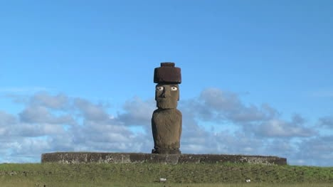 Easter-Island-Ahu-Ko-Te-Riku-moai-against-cloud-band-zoom-in-4b