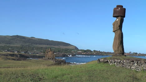 Easter-Island-Tahai-Complex-single-profile-and-group-moai-on-cove-6c