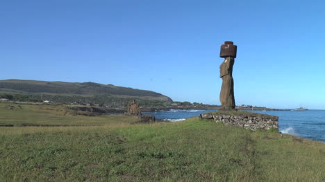 Easter-Island-Ahu-Ko-Te-Riku-moai-profile-with-hat-6a