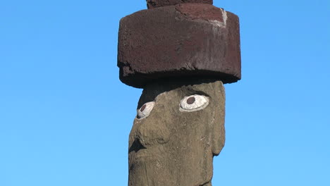Easter-Island-Ahu-Ko-Te-Riku-moai-close-up-eyes-zoom-out-to-full-7a