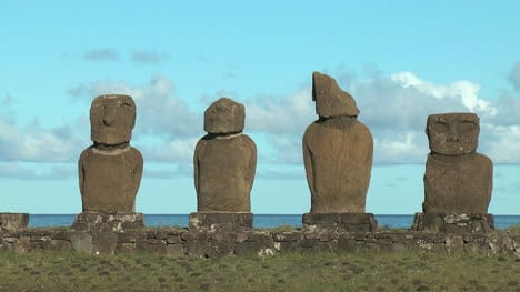 Easter-Island-Ahu-Vai-Ure-varied-group-moai-10a