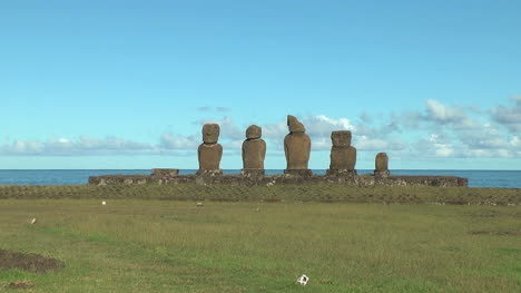 Easter-Island-Ahu-Vai-Ure-moai-group-zoom-out-10b