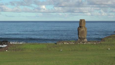 Easter-Island-wave-rolls-behind-Ahu-Tahai-5b
