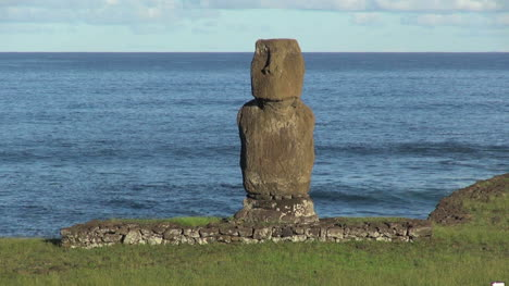 Easter-Island-Ahu-Tahai-against-sea-5a